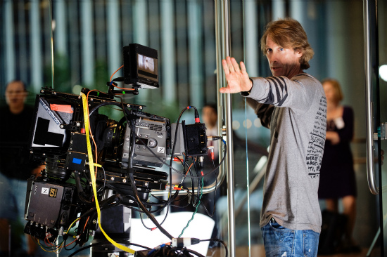 Director-Michael-Bay-TRANSFORMERS-DARK-OF-THE-MOON.jpg